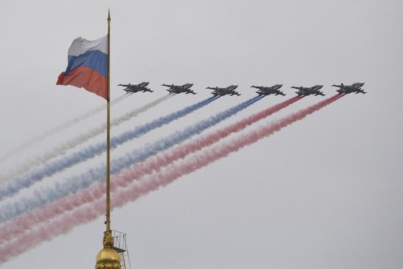 Kỷ niệm Ngày chiến thắng, ông Putin nói Nga không thể bị đánh bại - Ảnh 1.