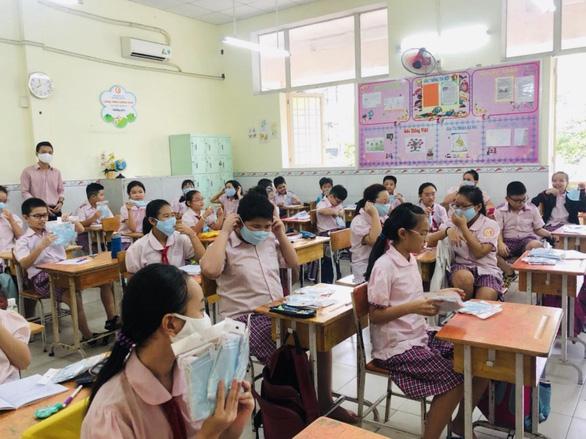 Học sinh TP.HCM học cả ngày thứ bảy và hai buổi sáng - chiều - Ảnh 1.