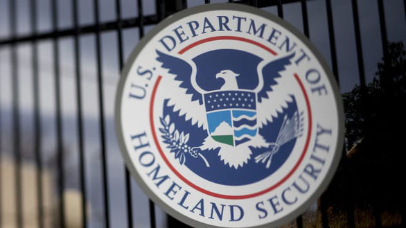 Mỹ siết quy định cấp thị thực cho nhà báo Trung Quốc - Ảnh 1.