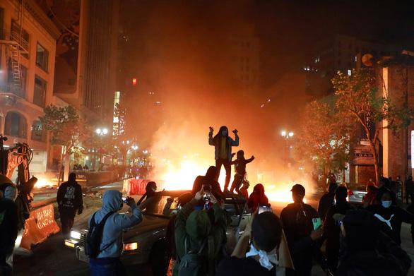 Bạo loạn nghiêm trọng nhất ở Mỹ kể từ sau vụ ám sát mục sư Martin Luther King - Ảnh 7.