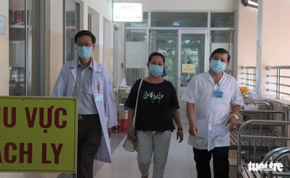 Bệnh nhân COVID-19 phổi từng tổn thương hơn cả phi công người Anh xuất viện - Ảnh 2.