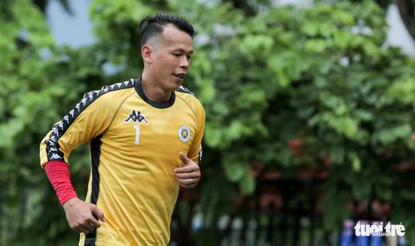 Thủ môn Tấn Trường tiết lộ đến Hà Nội FC sau cuộc gọi của Trần Tiến Anh - Ảnh 1.