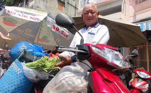 Những cuốc xe ý nghĩa của ông Việt xe ôm - Ảnh 1.
