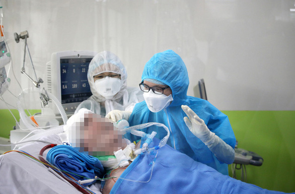 Bệnh nhân phi công người Anh ngưng dùng ECMO, bước tiến quan trọng về sức khỏe - Ảnh 1.