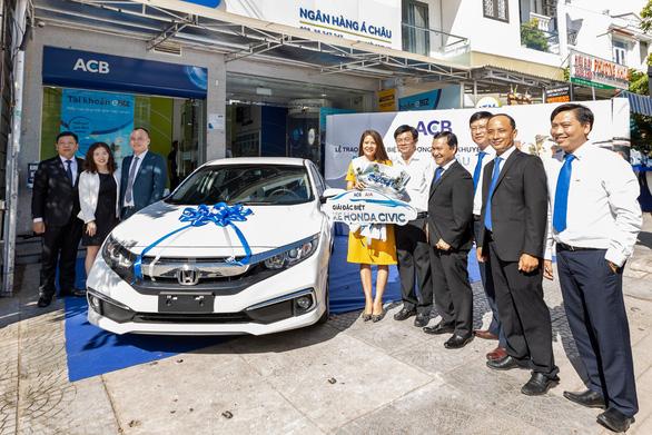 AIA Việt Nam và ACB trao thưởng Honda Civic cho khách hàng tại Hội An - Ảnh 1.