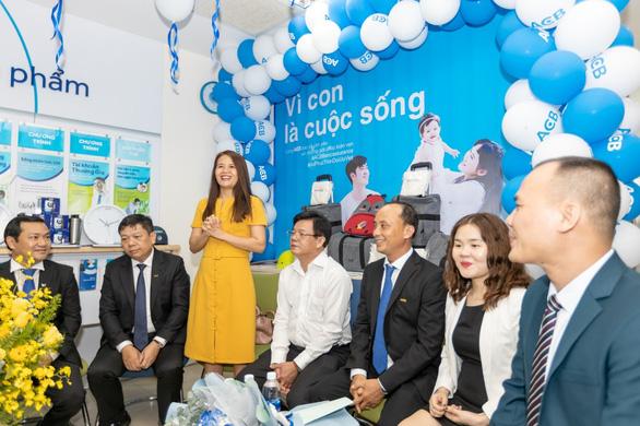AIA Việt Nam và ACB trao thưởng Honda Civic cho khách hàng tại Hội An - Ảnh 2.
