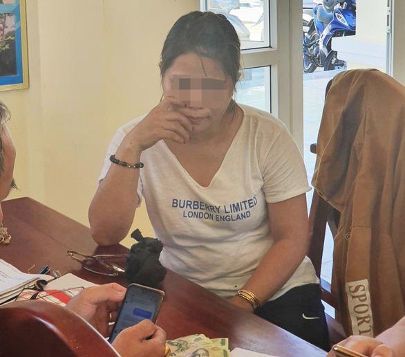 Bắt người phụ nữ đem tiền giả đến chợ mua hàng hóa để đổi tiền thật - Ảnh 1.