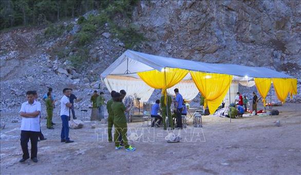 Tai nạn tại mỏ đá, 2 người chết, 1 người chưa tìm thấy - Ảnh 1.