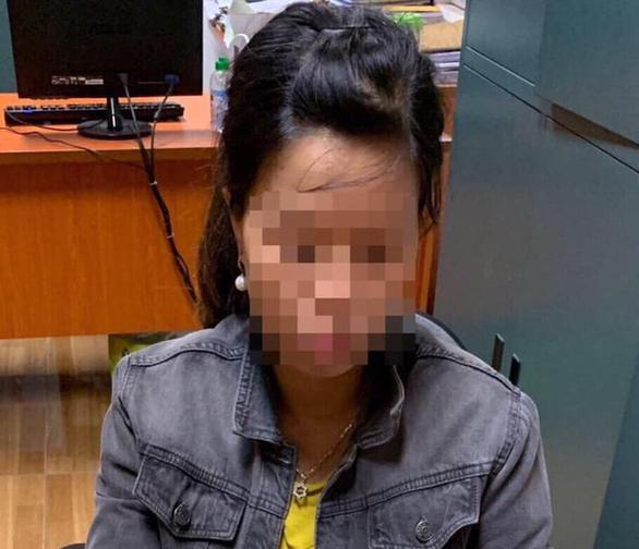 Người bỏ rơi bé sơ sinh dưới hố ga ở Hà Nội chính là mẹ đẻ bé - Ảnh 1.