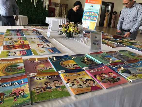 Sách giáo khoa lớp 1 mới phải đến tay giáo viên, học sinh trước 15-8 - Ảnh 1.