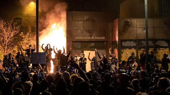 Tình báo Mỹ tìm ra các nhóm kích động biểu tình bạo lực - Ảnh 1.