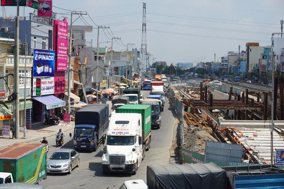 Chi 10.000 tỉ mỗi năm vẫn không đủ cho giao thông TP.HCM - Ảnh 1.