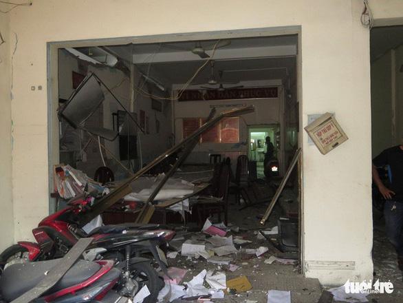 TP.HCM: Xét xử nhóm khủng bố ném bom xăng trụ sở công an - Ảnh 1.