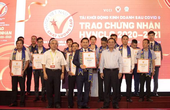 Sao Việt Nam nhận danh hiệu Hàng Việt Nam chất lượng cao năm 2020 - Ảnh 1.