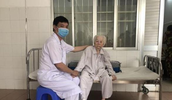 Thay khớp háng thành công cho cụ bà 103 tuổi - Ảnh 1.