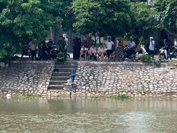Tìm thấy thi thể người đàn ông bơi qua bơi lại trên sông để... tự tử - Ảnh 1.
