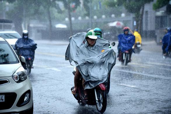 Biển Đông có khả năng đón cơn bão đầu tiên, gây mưa ở Nam Bộ - Ảnh 1.