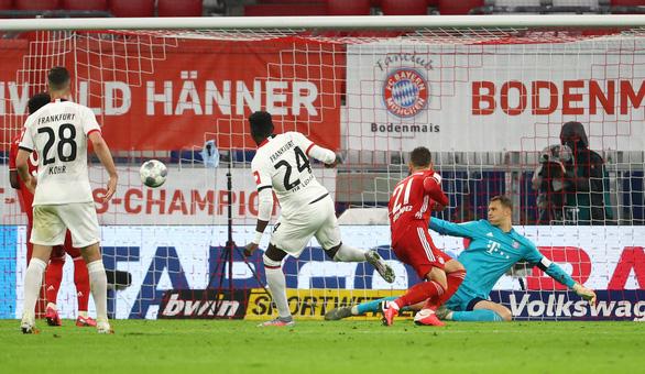 VAR nổ đúng lúc, Bayern Munich hạ Frankfurt vào chung kết Cúp quốc gia Đức - Ảnh 2.