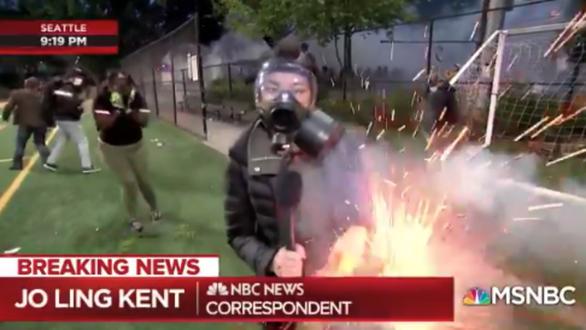 Mỹ bị đồng minh gây sức ép điều tra việc phóng viên bị đánh trong biểu tình - Ảnh 1.