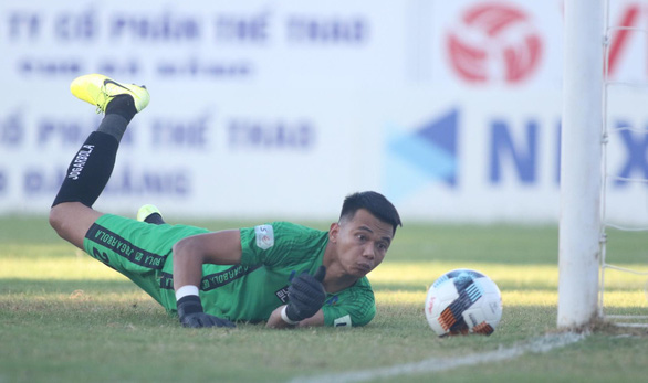 Quảng Nam thảm bại 1-6 trên sân Hòa Xuân - Ảnh 3.