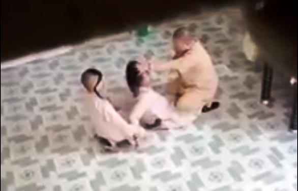 Sự thật sau video 'sư cô hành hạ trẻ em' ở quận 4 - Ảnh 2.