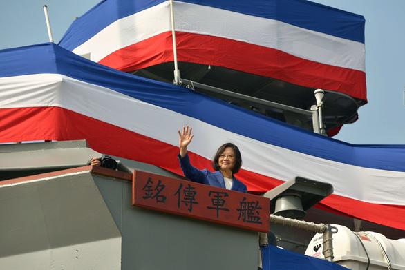 Dân Đài Loan thích chơi với Mỹ về chính trị, với cả Mỹ và Trung Quốc về kinh tế - Ảnh 1.