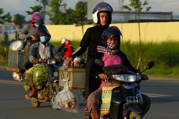 Campuchia bắt buộc người nước ngoài trả tiền xét nghiệm, cách ly và điều trị COVID-19 - Ảnh 1.