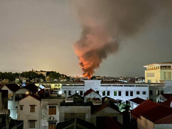 Cháy lớn nhà xưởng sát bên Viện Điều tra, quy hoạch rừng ở Hà Nội - Ảnh 2.