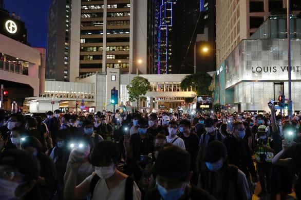 Mỹ có thể chặn dòng tài chính chảy qua Hong Kong - Ảnh 1.