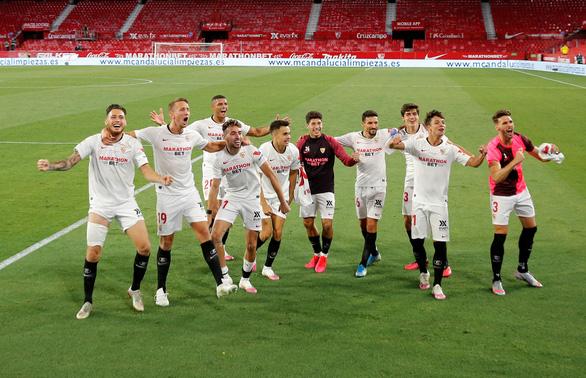 La Liga trở lại, Sevilla mở hàng với chiến thắng 2-0 - Ảnh 1.