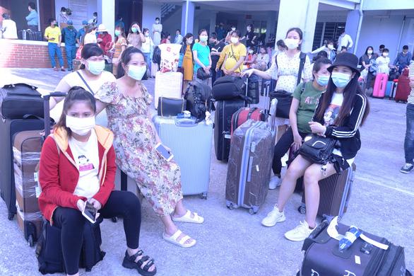 Hàng trăm bà bầu vui vẻ rời khu cách ly, đặt tên con là Quảng Nam để lưu dấu kỷ niệm - Ảnh 5.
