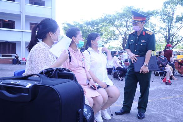 Hàng trăm bà bầu vui vẻ rời khu cách ly, đặt tên con là Quảng Nam để lưu dấu kỷ niệm - Ảnh 6.