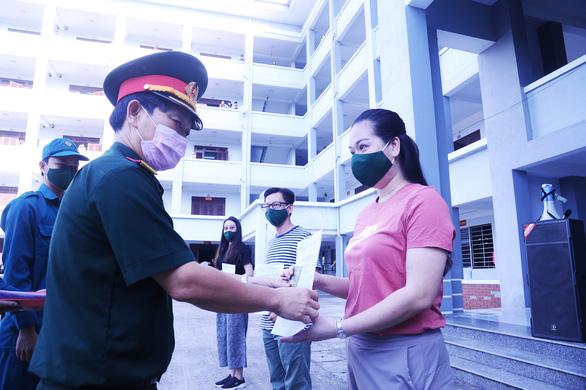 Hàng trăm bà bầu vui vẻ rời khu cách ly, đặt tên con là Quảng Nam để lưu dấu kỷ niệm - Ảnh 3.