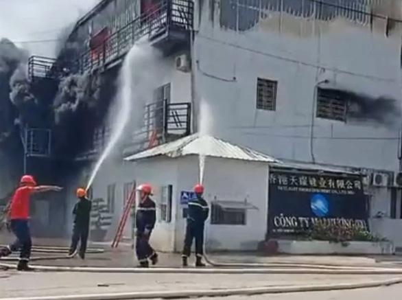 Cháy lớn xưởng sản xuất giày da tại Hải Phòng - Ảnh 2.