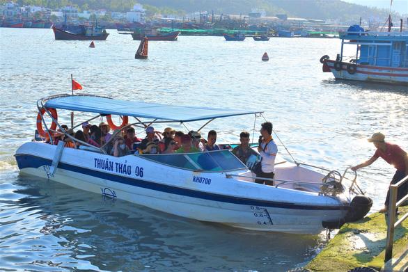 Bến tàu du lịch mới ở Nha Trang... lộn xộn - Ảnh 1.