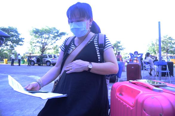 Hàng trăm bà bầu vui vẻ rời khu cách ly, đặt tên con là Quảng Nam để lưu dấu kỷ niệm - Ảnh 4.