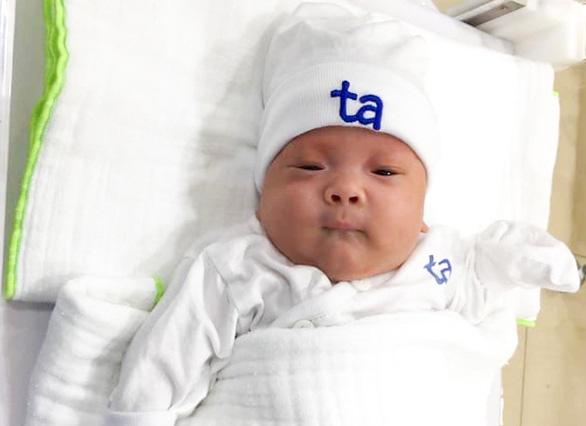 Nuôi thành công bé sinh non nặng chỉ 550 gram - Ảnh 2.