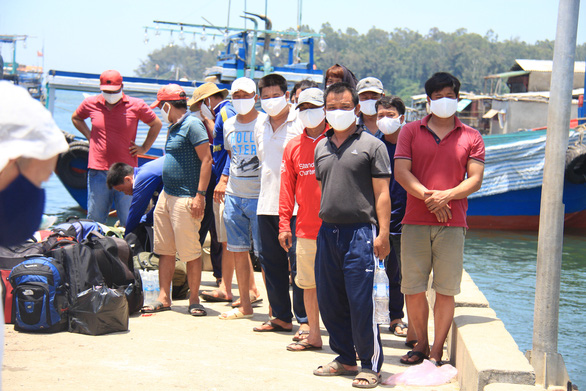 Trình báo việc tàu Trung Quốc truy đuổi, đâm hỏng tàu, đánh ngư dân Việt ở Hoàng Sa - Ảnh 2.
