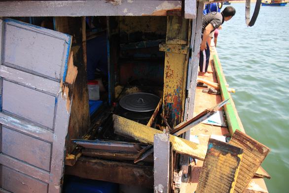 Trình báo việc tàu Trung Quốc truy đuổi, đâm hỏng tàu, đánh ngư dân Việt ở Hoàng Sa - Ảnh 1.