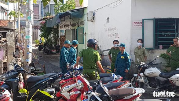 Phong tỏa hiện trường vụ nghi phóng hỏa nhà trọ làm 3 người chết - Ảnh 1.