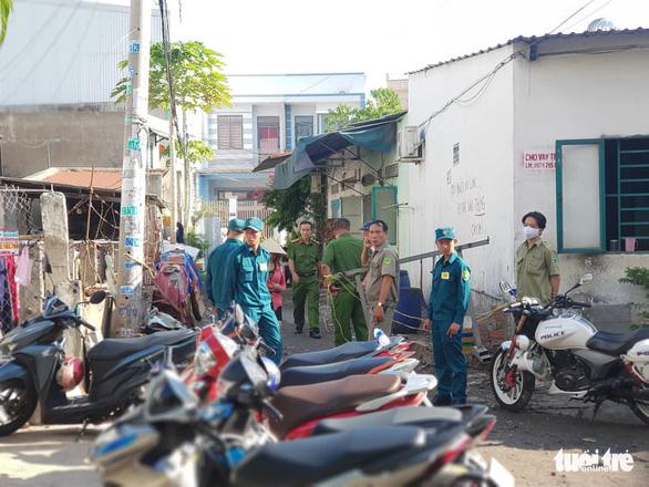 Phong tỏa hiện trường vụ nghi phóng hỏa nhà trọ làm 3 người chết - Ảnh 3.