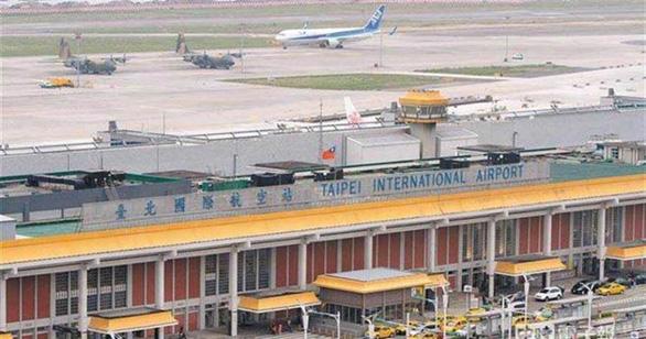 Sân bay cho khách hưởng cảm giác đi du lịch nước ngoài bất chấp COVID-19 - Ảnh 1.