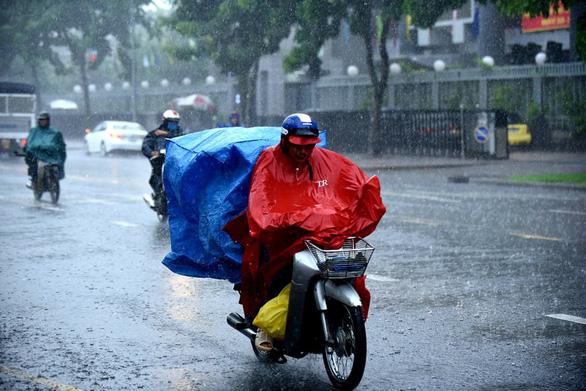TP.HCM sắp có mưa lớn, ngập nặng do bão số 1 hút gió Tây Nam - Ảnh 1.