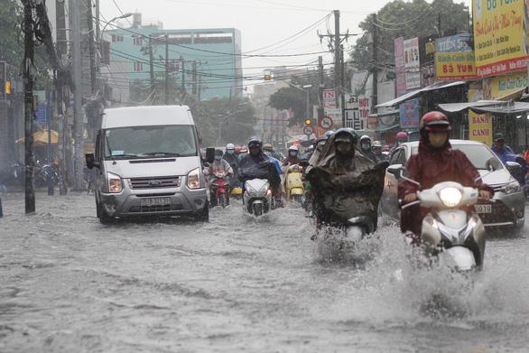 TP.HCM sắp có mưa lớn, ngập nặng do bão số 1 hút gió Tây Nam - Ảnh 2.