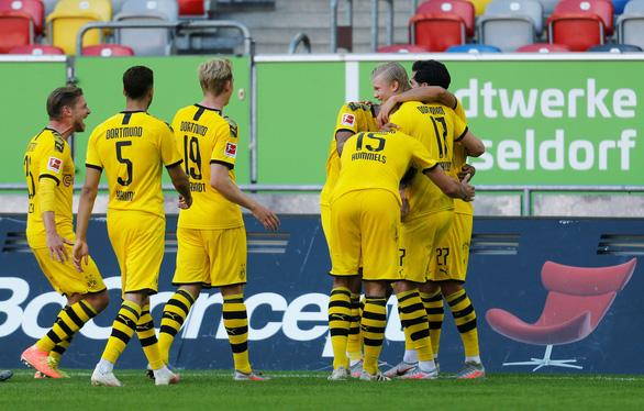Haaland tỏa sáng ở phút bù giờ, Dortmund thắng chật vật Dusseldorf - Ảnh 2.