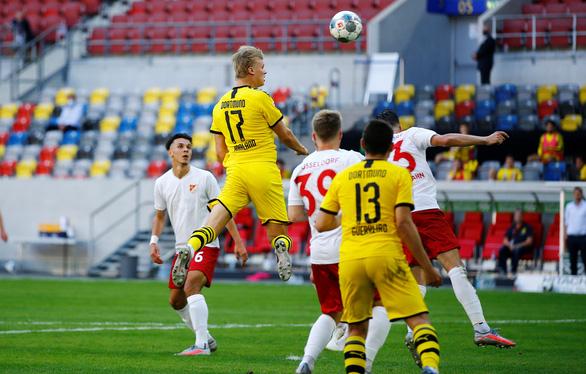 Haaland tỏa sáng ở phút bù giờ, Dortmund thắng chật vật Dusseldorf - Ảnh 1.