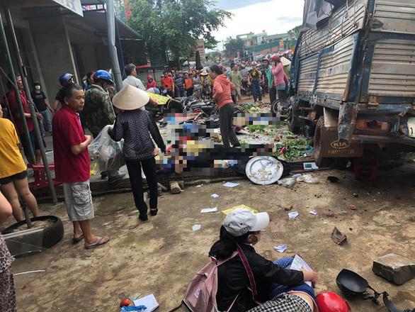 Tai nạn kinh hoàng: xe tải trọng lớn lao thẳng vô chợ, 5 người chết - Ảnh 3.