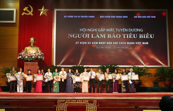 Thủ tướng Nguyễn Xuân Phúc: 'Báo chí phải phò chính diệt tà' - Ảnh 3.