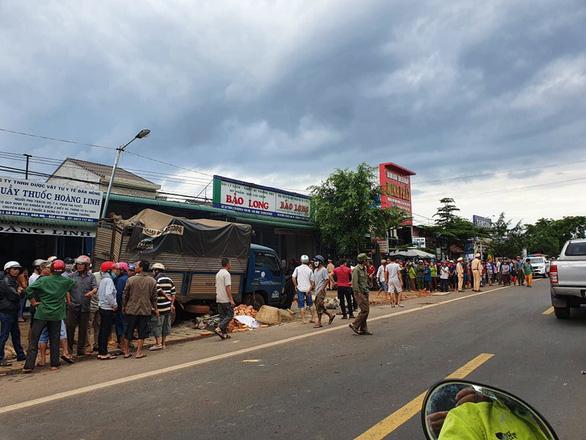 Tai nạn kinh hoàng: xe tải trọng lớn lao thẳng vô chợ, 5 người chết - Ảnh 6.