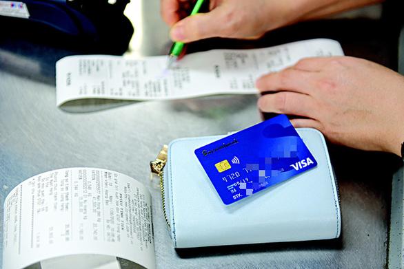Thanh toán không tiền mặt: Triển khai đến từng sạp chợ, quán vỉa hè - Ảnh 1.